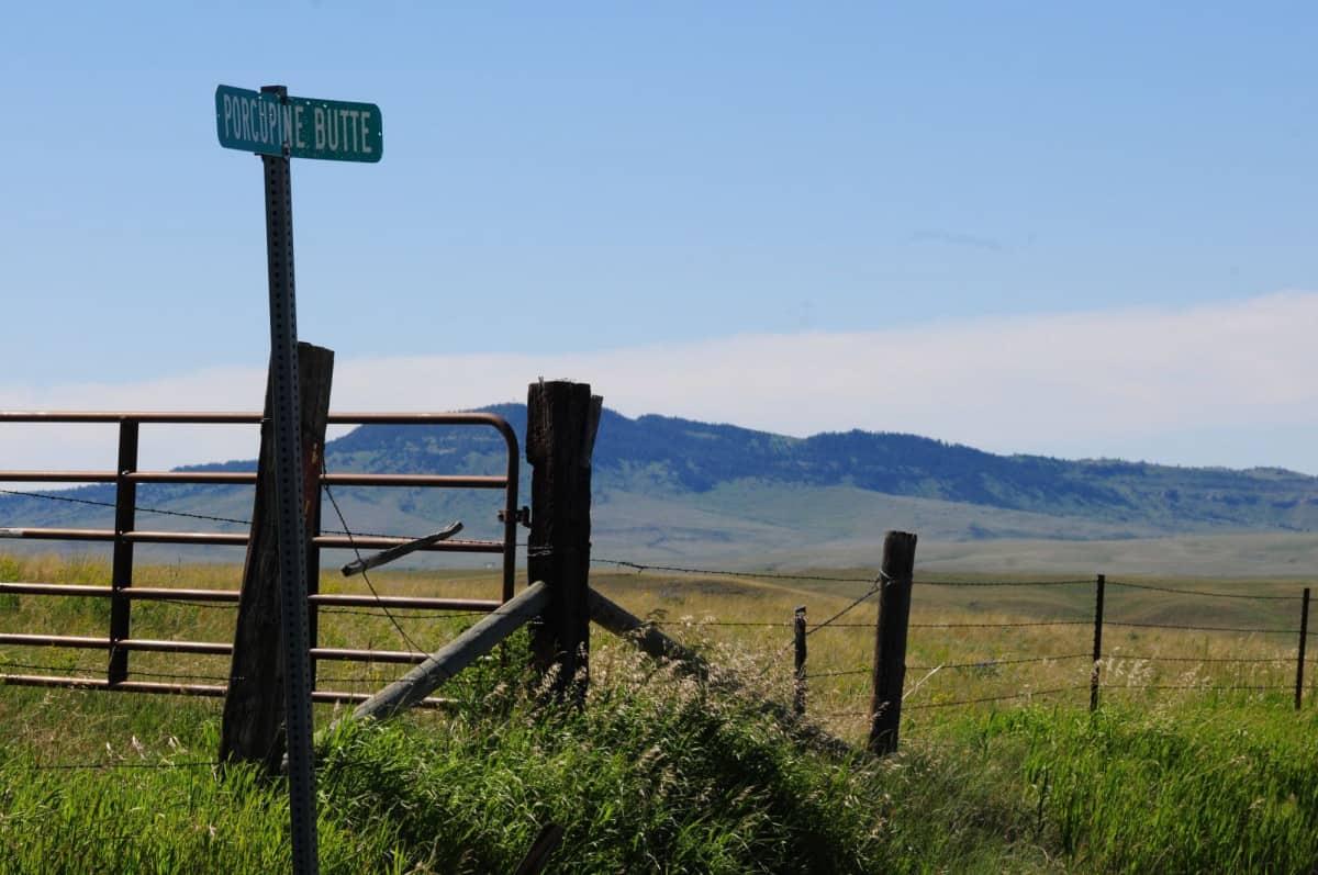 Veiskilt til Porcupine Butte i Montana